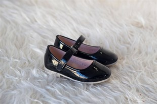 Black patent leather girls shoes